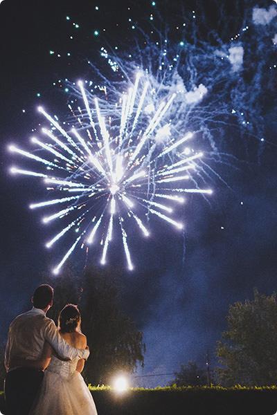 feu d'artifice pour votre mariage dans l'aube